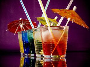 Cocktails_mit_Schirmchen_300